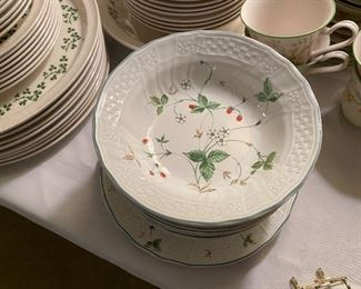 Mikasa Strawberry Fair 6 bowls, 2 salad plates