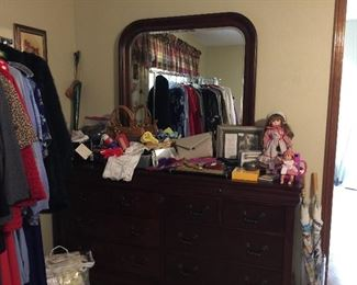 Very nice cherry dressing table, with a lot of storage and a great mirror.