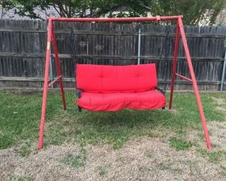 Swing with cushion