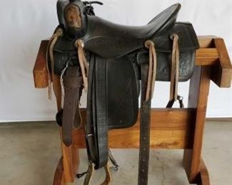 "222	  Vintage Cowboy Saddle 15"" Vintage Western Buckaroo Saddle with pencil roll 3"" cantle.  Vintage conchos and has all its rigging.  In working condition"