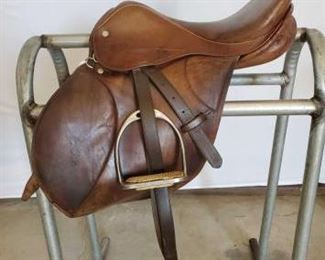"190	  E. Jeffries Sadderlery English Saddle 16"" E. Jeffries Saddlery English Saddle.  Goold Co.  Walsall.  Serial # 16377.  English saddle is complete with stirrup leathers, iron stirrups, girth and saddle pad.  Has all the makers marks This saddle is in very good condition."
