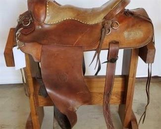 "267	 William M Porter Western Saddle 15 1/2"" William M Porter , Phoenix, Arizona Western Saddle.  Saddle seat in good condition.  Needs some repair.  Has a torn fender. Latigo and front cinch."