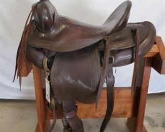 "248	  Ole Custom Cowboy Saddle 16"" Ole Custom Cowboy Saddle. 5"" pencil roll cantle. This is a nice collector saddle. Can't read the makers mark. See in pictures. In good condition."