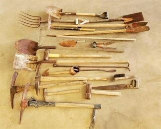 476	  Lots of Different Ranch Tools Variety of ranch tools - see pictures