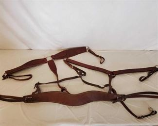 508	  Lots of Leather and Nylon Breast Collars and Bridles Lots of Leather and Nylon Breast Collars: 3 Leather Breast Collars in great using condition 6 Nylon Breast Collars 1 Nylon Cinch 2 Complete Nylon Bridles
