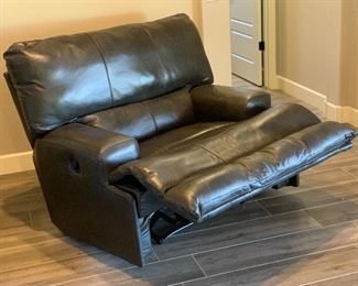 Jackson Furniture Catnapper Faux Leather Reclining  Oversized Chair	42x51x42in	HxWxD