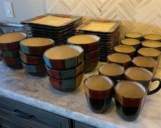 12pl set American Atelier Hopscotch Ivory Dinnerware Set