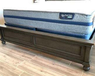 Aspen Home Oxford  King Panel Bed w/ Serta i Series Hybrid Mattress62x83x90HxWxD