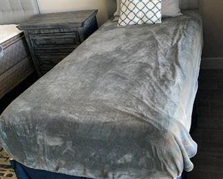 #2 Tufted Headboard Twin Bed w/ Mattress & Box Spring49 x 39 x 83HxWxD