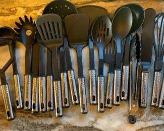 18 NexGadget Kitchen Utensil Set