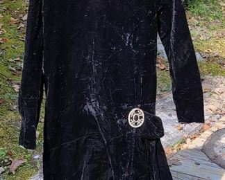 Vintage ladies velvet dress with rhinestone brooch please view for size and condition