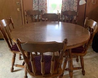 Ding table with 6 chairs (2 leafs not pictured.)