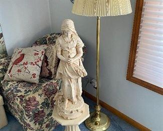 Statue, Pedestal