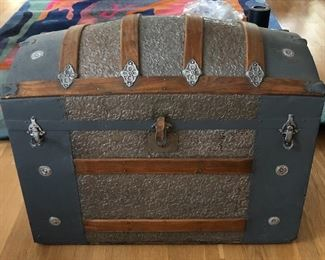 """BUY IT NOW! $195 Antique bride's wood & metal Dome trunk with all original clean interior 33""""W x 26""""H x 18""""D"""