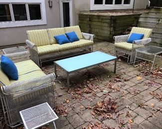 sunbrella cushions & pillows for patio furniture in excellent condition