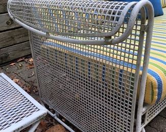 patio furniture in very good condition but needs a good cleaning