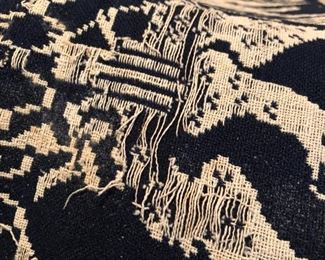 as expected, light fraying of woven coverlet along edges