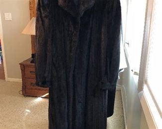 BUY IT NOW! $595 Stunning full length Blackglama mink coat sz M
