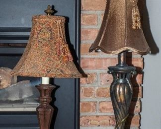 2 small decorative lamps