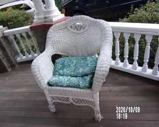 WICKER PORCH CHAIR