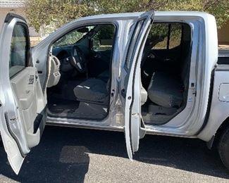 2016 Nissan Frontier SV Pick-Up Crew Cab V6