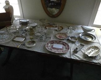 Several pieces of china and glassware
