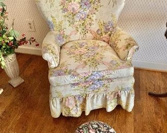 $120 - Vintage chair (AS IS - small rip on back left side)