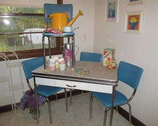 Mid Century  table with leaves that pull out with four blue matching  chairs in great condition.