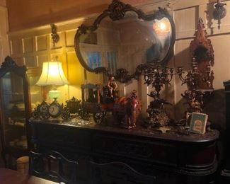 Cool Munster mansion stuff