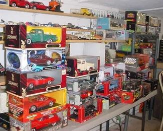 Over 100 die cast and older plastic model cars