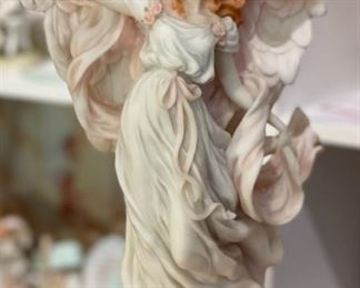 Seraphim Classics Hope Light in the Distance Angel Sculpture12x8x6inHxWxD