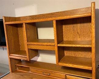 Oak dresser w/ Shelf73x67x20inHxWxD