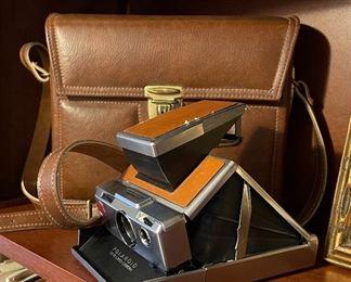 Polaroid SX-70 Land Camera w/ Case
