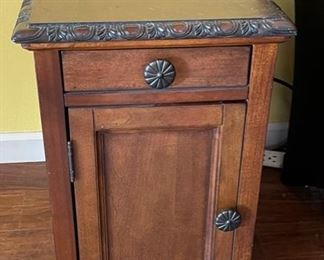 Side table/Cabinet