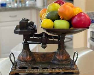 Vintage London Balance Scale/Fruit Decor13x12x13inHxWxD