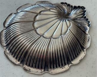 2pc Lunt Sterling Silver Scalloped Shell Nut Dish PAIR1x5x5.5inHxWxD