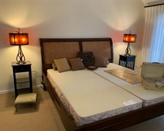 King Bed w/Box Springs