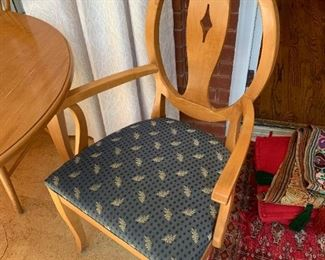 #38Ethan Allen Oblong Table w/2 leaves & 6 chairs 65- 103x42x29.5 9 (as is top) $225.00