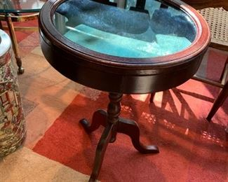 #47Round Display End Table on Pedistal   16 Round x24Tall $75.00