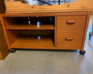 #147Mid-Century TV Table w/2 drawers & 1 shelf 33x16x18 $50.00