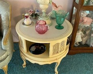 French Provincial Table/Lamp