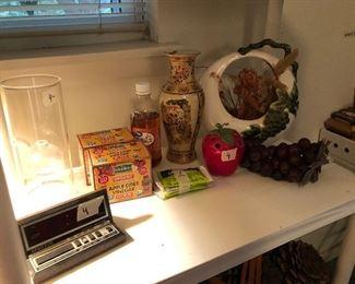 Round USA vase, misc items
