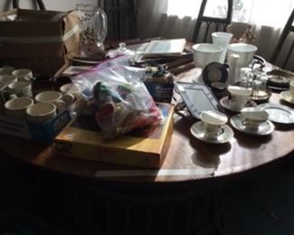 Items on dining table