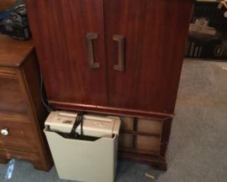Vintage record player/radio - closed