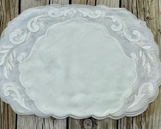 4 oval placements & napkins                                      45.00