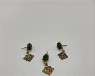 Wells Ster Earrings and Pendant with Green Stone