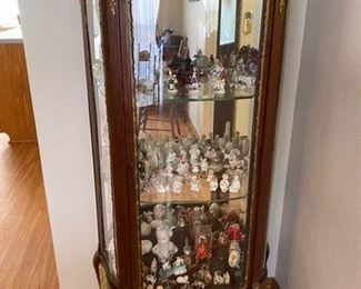 $185 French curio cabinet needs to leg repaired