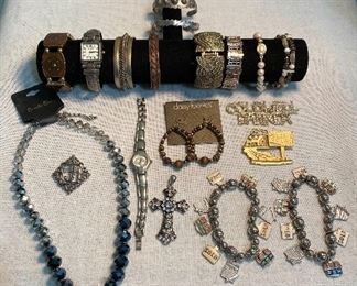 Costume jewelry (Lot of 19) $20