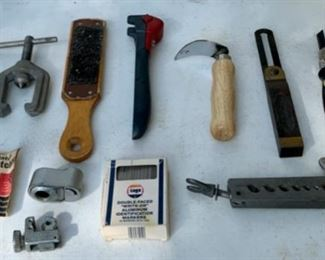 CLEARANCE  !  $3.00 NOW, WAS $12.00...........Assorted Tools (B068)