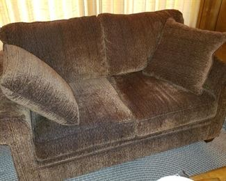 Very nice Love Sofa in great condition.